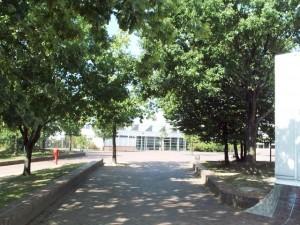 Hof West - Blick auf die Turnhalle